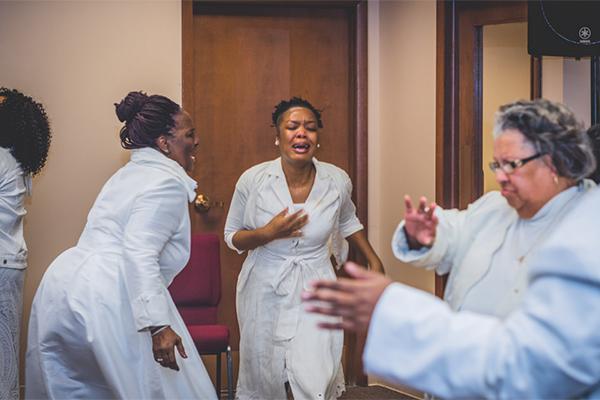 Dianna-hobbs-50-women-praying-healing600